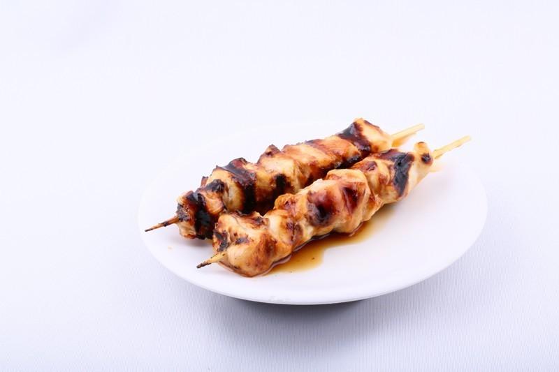 Yakitori poulet la paire (brochettes caramélisées)